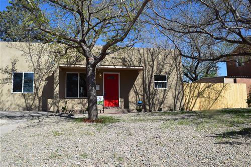 Photo of 2530 PALOMAS Drive NE, Albuquerque, NM 87110 (MLS # 965860)