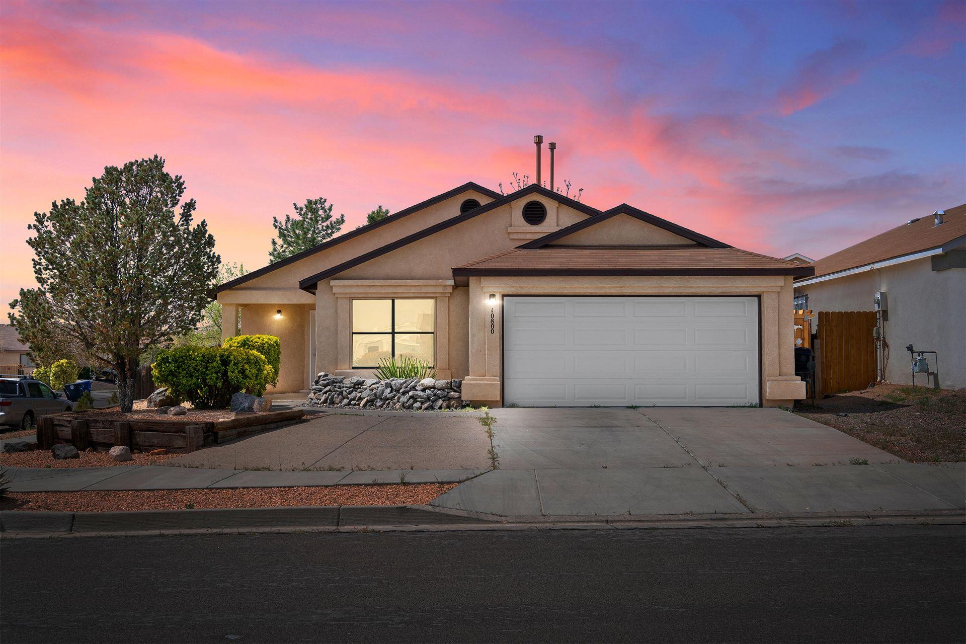 Photo of 10800 SHETLAND Place SW, Albuquerque, NM 87121 (MLS # 989873)