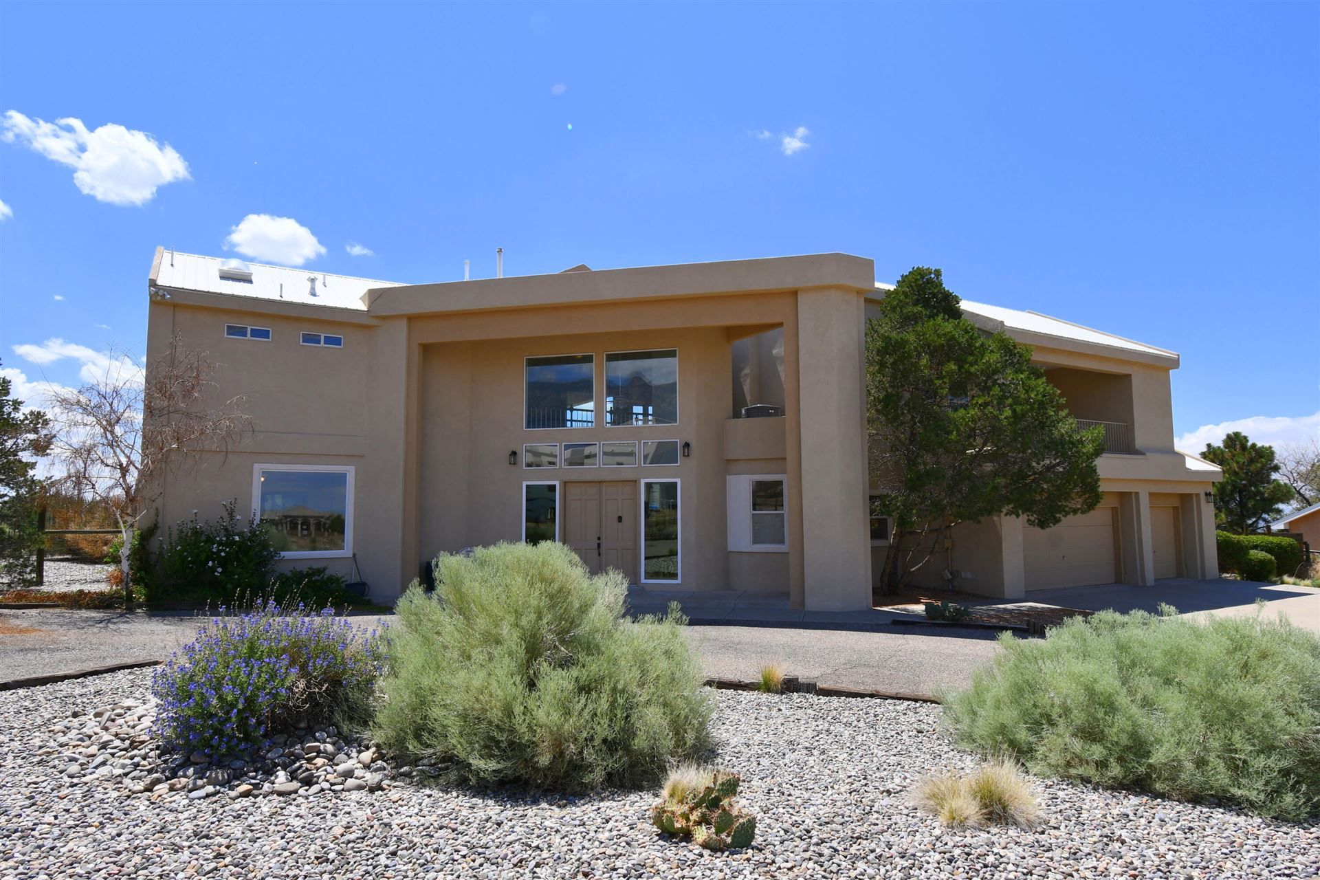 Photo of 9770 ELENA Drive NE, Albuquerque, NM 87122 (MLS # 999877)