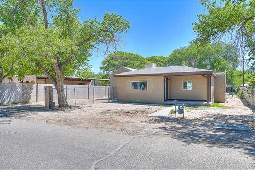 Photo of 2538 FRANZEN Road SW, Albuquerque, NM 87105 (MLS # 991886)