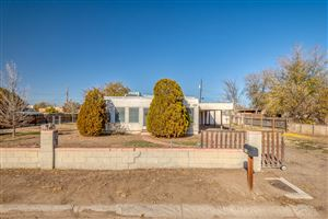 Photo of 147 GREEN VALLEY Road NW, Albuquerque, NM 87107 (MLS # 957888)