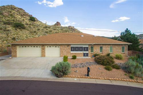 Photo of 130 Camino de la Sierra NE, Albuquerque, NM 87123 (MLS # 963906)