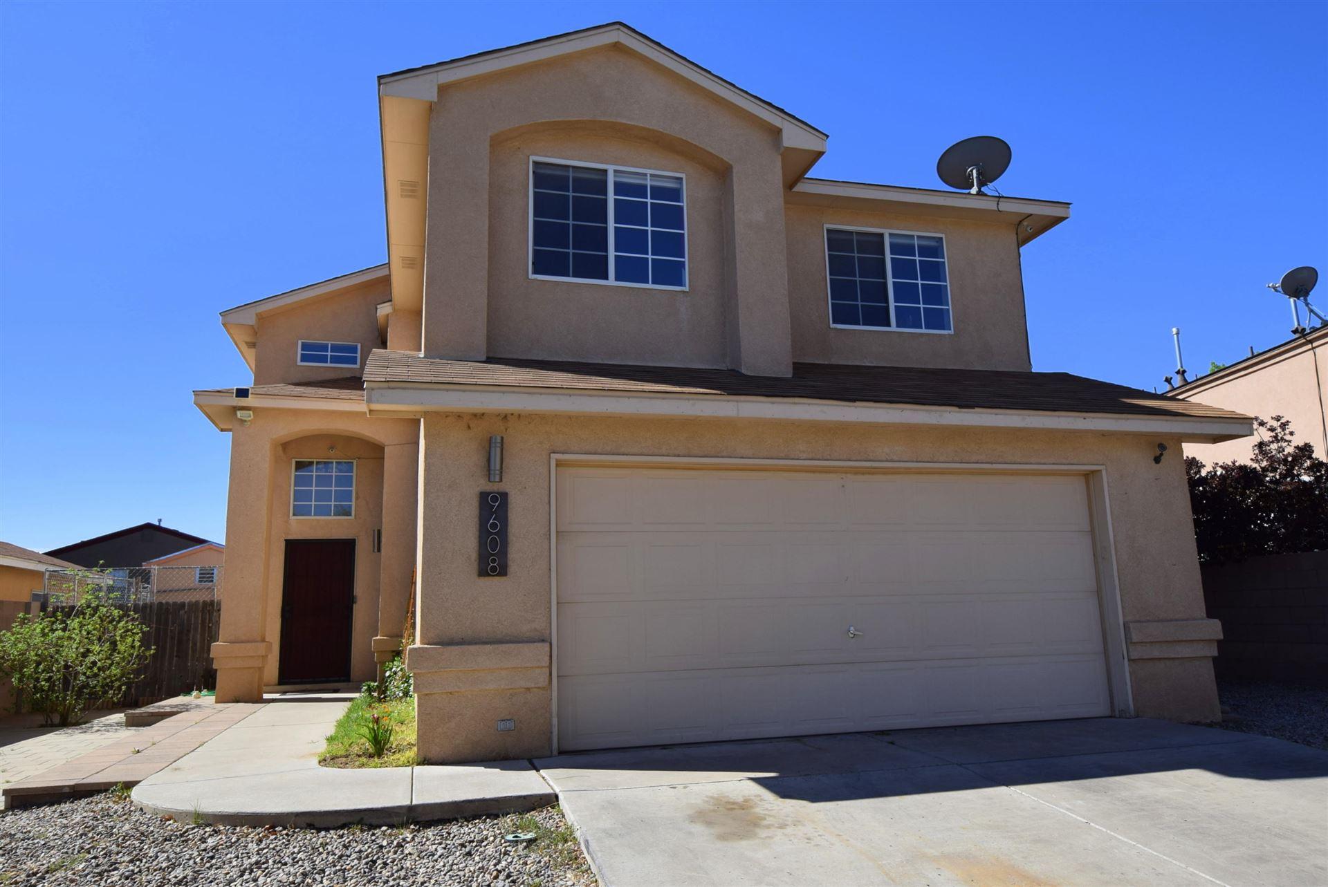 Photo of 9608 ROWEN Road SW, Albuquerque, NM 87121 (MLS # 989918)
