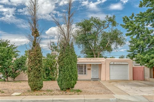 Photo of 8027 Aspen Avenue NE, Albuquerque, NM 87110 (MLS # 962920)