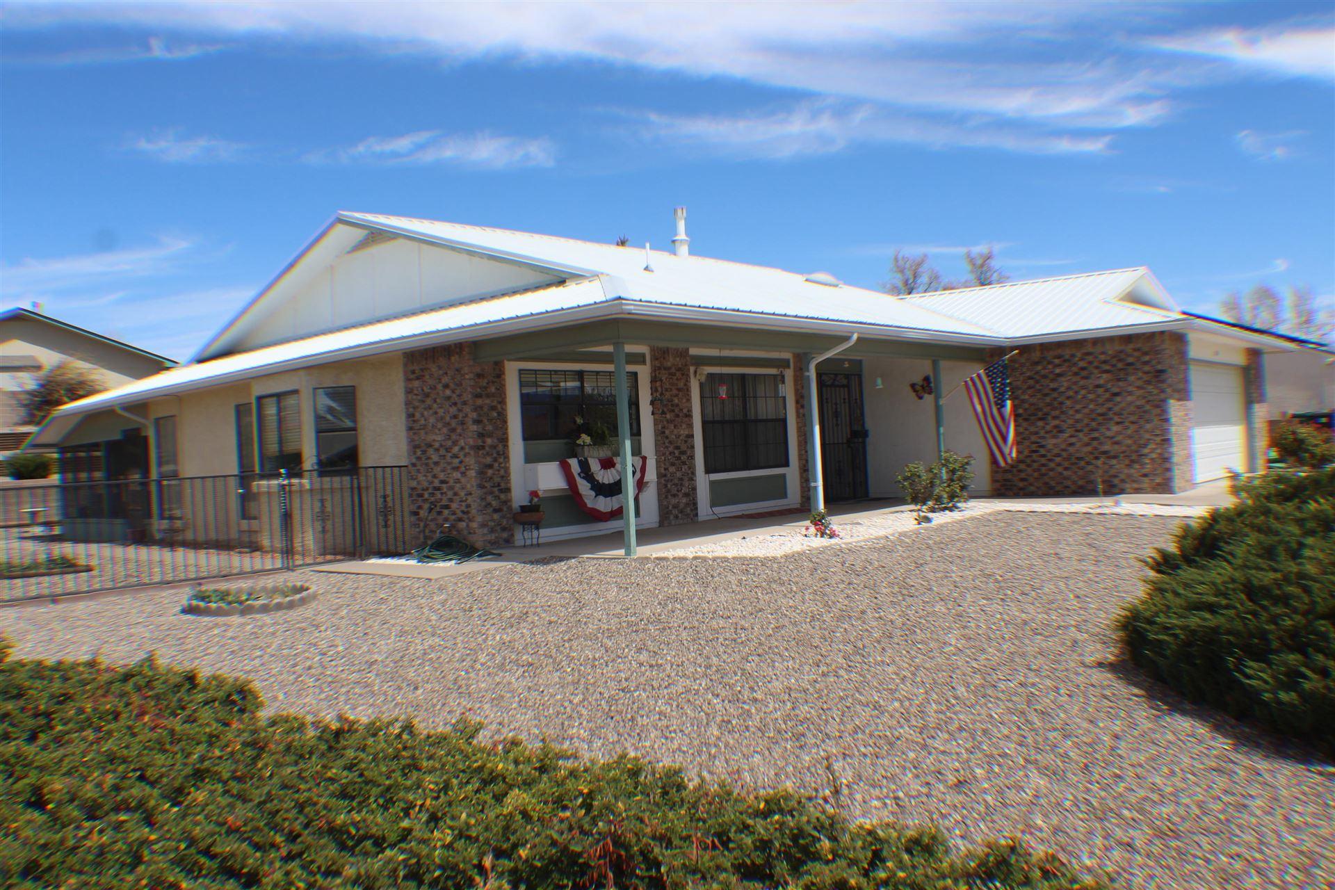 Photo of 601 EMERALD Drive NE, Rio Rancho, NM 87124 (MLS # 989920)