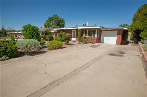 Photo of 915 MANZANO Street NE, Albuquerque, NM 87110 (MLS # 967941)