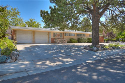 Photo of 400 LA VETA Drive NE, Albuquerque, NM 87108 (MLS # 977947)