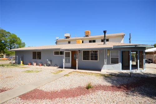 Photo of 2421 CRISS Road SW, Albuquerque, NM 87105 (MLS # 990950)