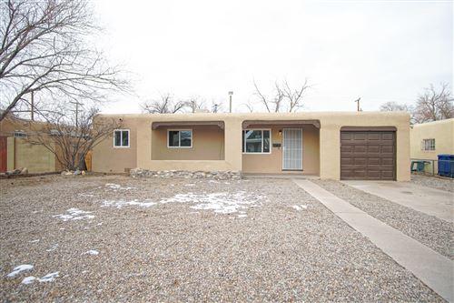 Photo of 733 ARIZONA Street SE, Albuquerque, NM 87108 (MLS # 986953)