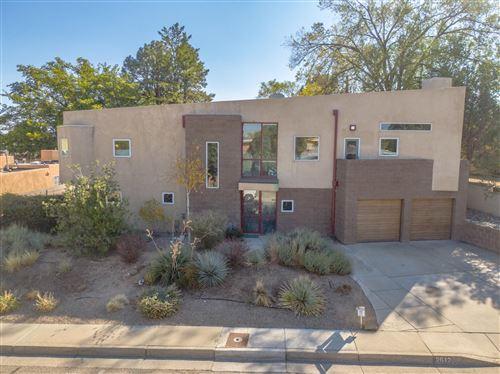 Photo of 2612 VISTA LARGA Avenue NE, Albuquerque, NM 87106 (MLS # 980962)