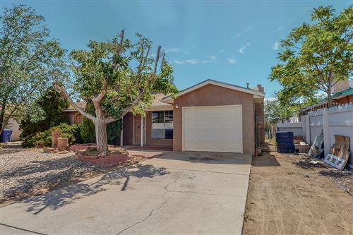 Photo of 329 Maxine Street NE, Albuquerque, NM 87123 (MLS # 995985)