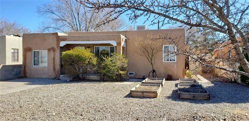Photo of 318 MONROE Street NE, Albuquerque, NM 87108 (MLS # 985992)