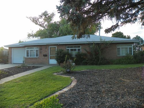 Photo of 2103 VERMONT Street NE, Albuquerque, NM 87110 (MLS # 982994)