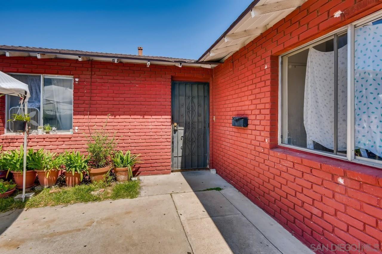 5554 Santa Margarita St, San Diego, CA 92114 - MLS#: 210025616