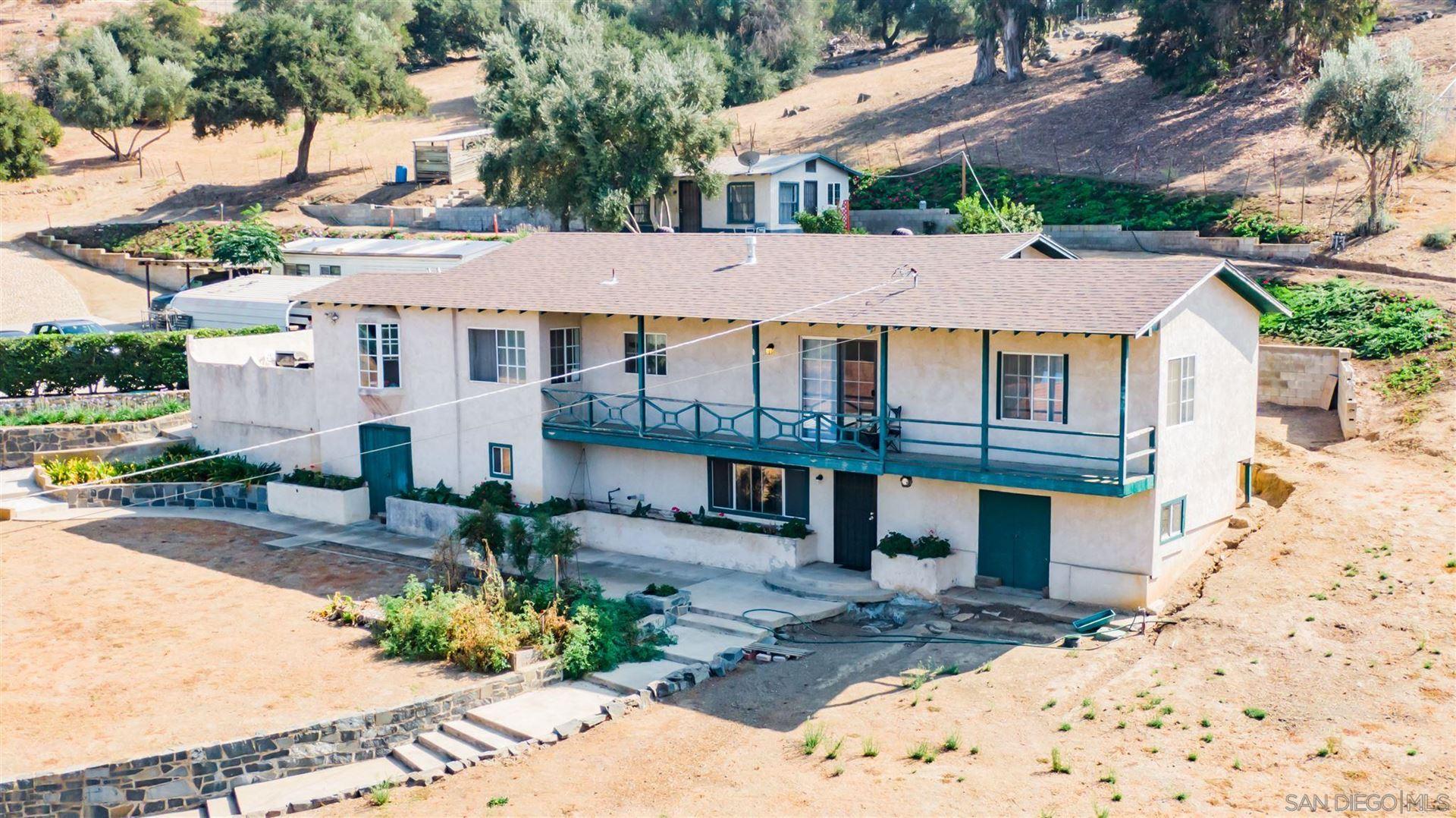 1776 Country Club Dr, Escondido, CA 92029 - MLS#: 200048847