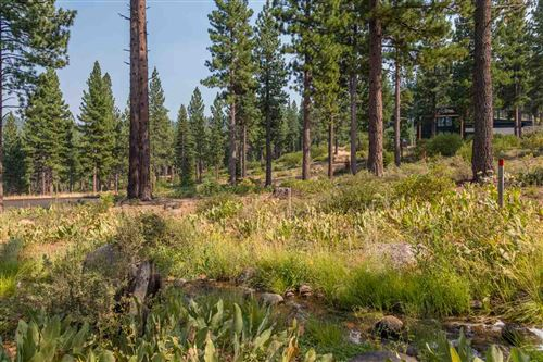 Photo of 2412 Newhall Court, Truckee, CA 96161 (MLS # 20182202)