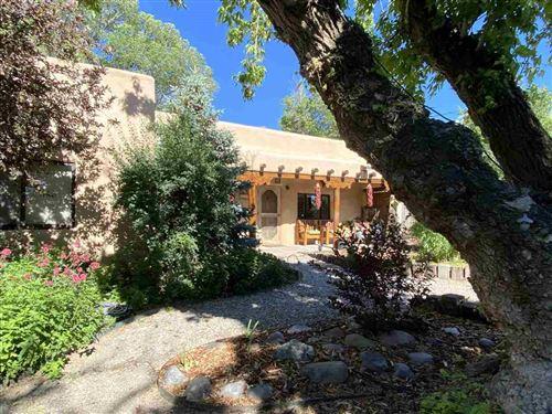 Photo of 401 Camino de la Placita, Taos, NM 87571 (MLS # 105220)