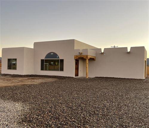 Photo of 29 Medina Ln, Ranchos De Taos, NM 87557 (MLS # 107315)