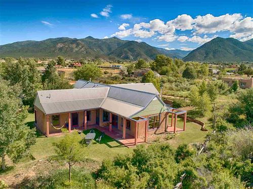 Photo of 508A Hondo Seco Rd, Arroyo Seco, NM 87514 (MLS # 104851)