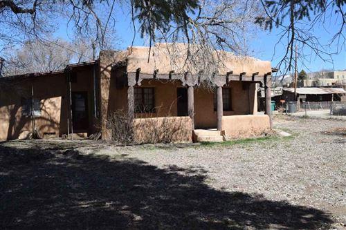 Photo of 106 De Teves Ln and Kit Carson, Taos, NM 87571 (MLS # 104889)