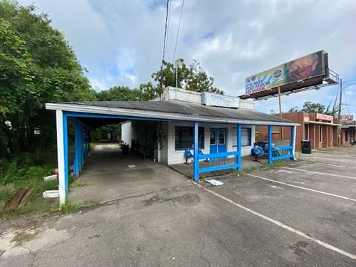 Photo of 916 Lake Bradfordville Road, TALLAHASSEE, FL 32304 (MLS # 323148)