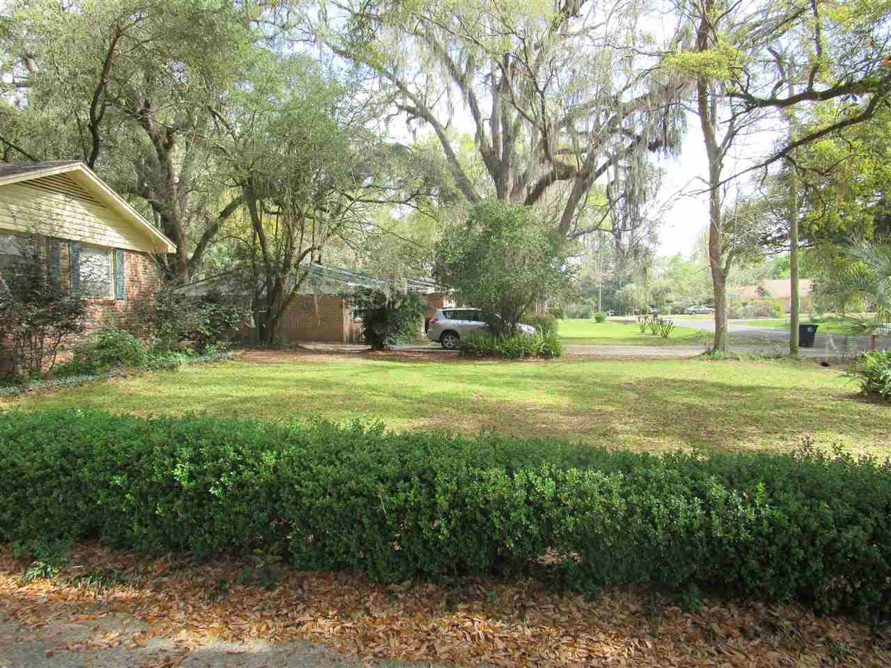 Photo of 1968 Queenswood Drive, TALLAHASSEE, FL 32303 (MLS # 317224)