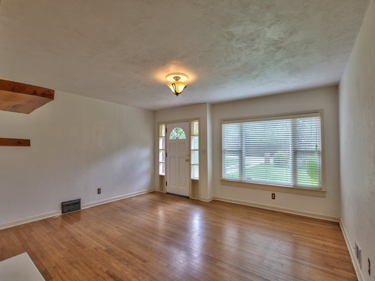 Photo of 2107 Monticello Drive, TALLAHASSEE, FL 32303 (MLS # 326983)