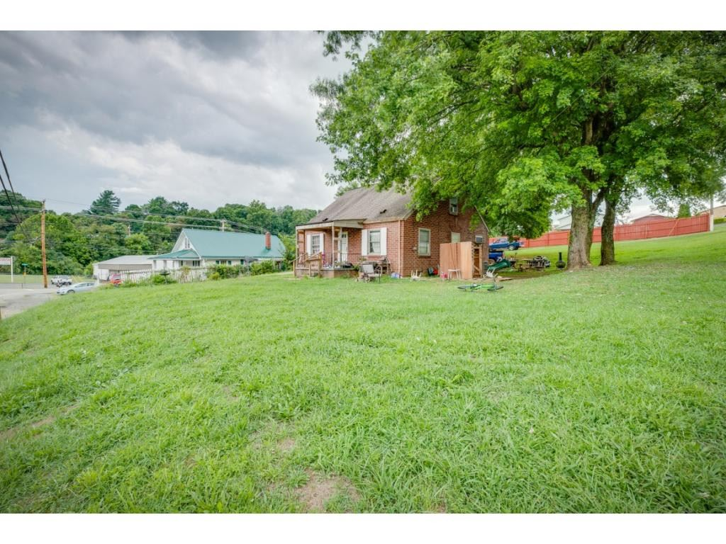 Photo of 5040 Fort Henry Drive #., Kingsport, TN 37663 (MLS # 9916057)