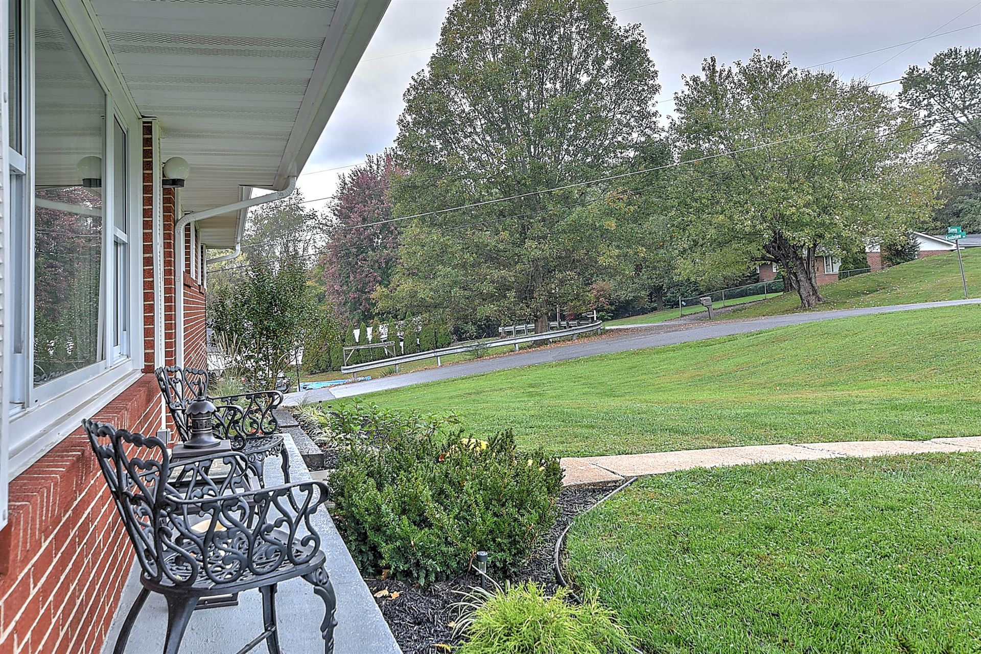 Photo of 442 Knobview Road, Blountville, TN 37617 (MLS # 9930211)