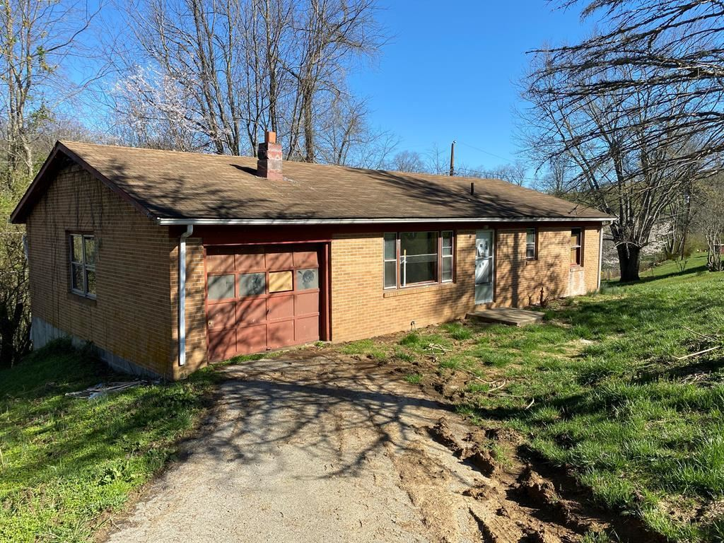 Photo of 811 Meadowbrook Drive, Chilhowie, VA 24319 (MLS # 9920284)