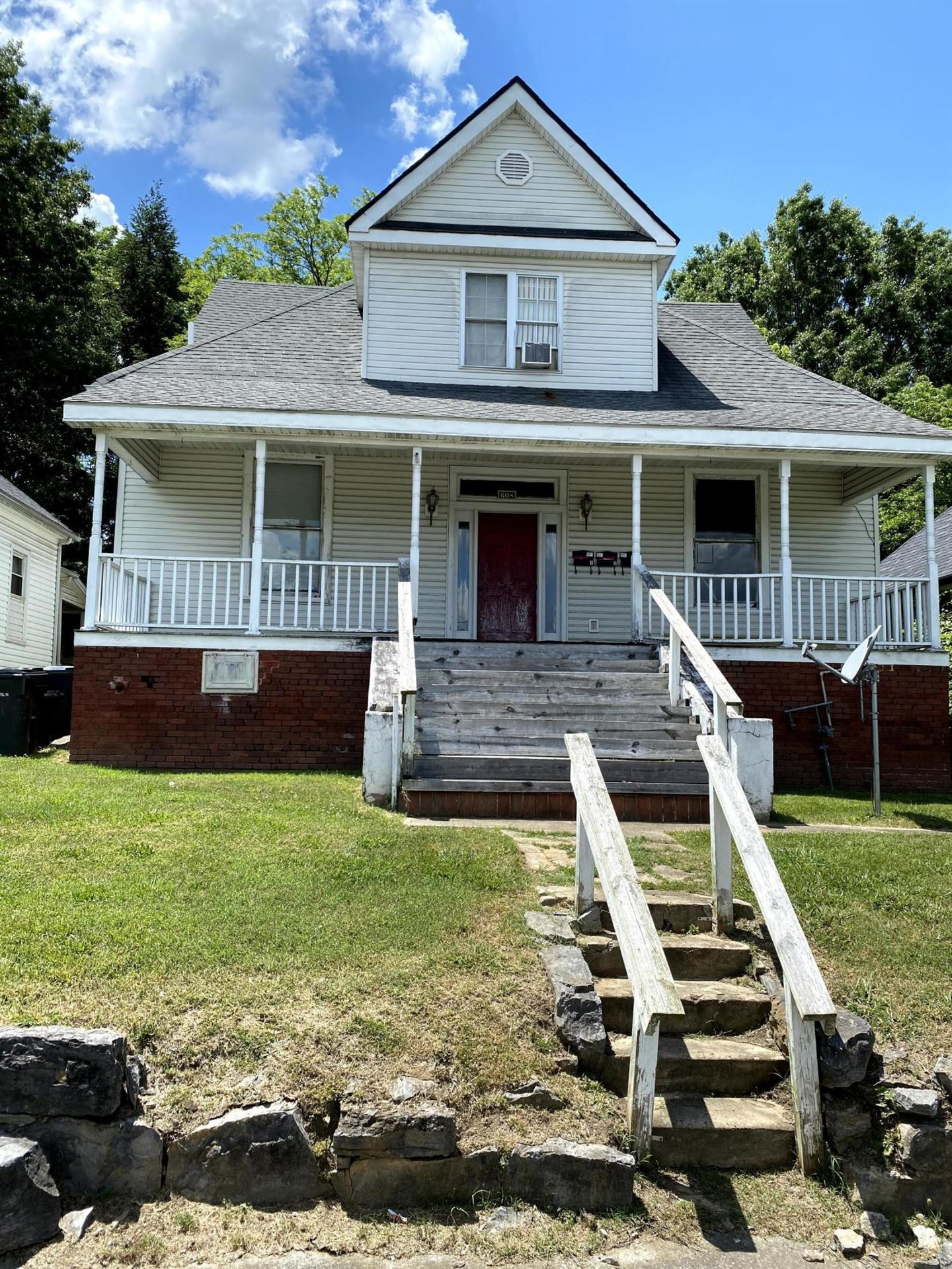 Photo of 608 Holston Avenue, Bristol, TN 37620 (MLS # 9921535)