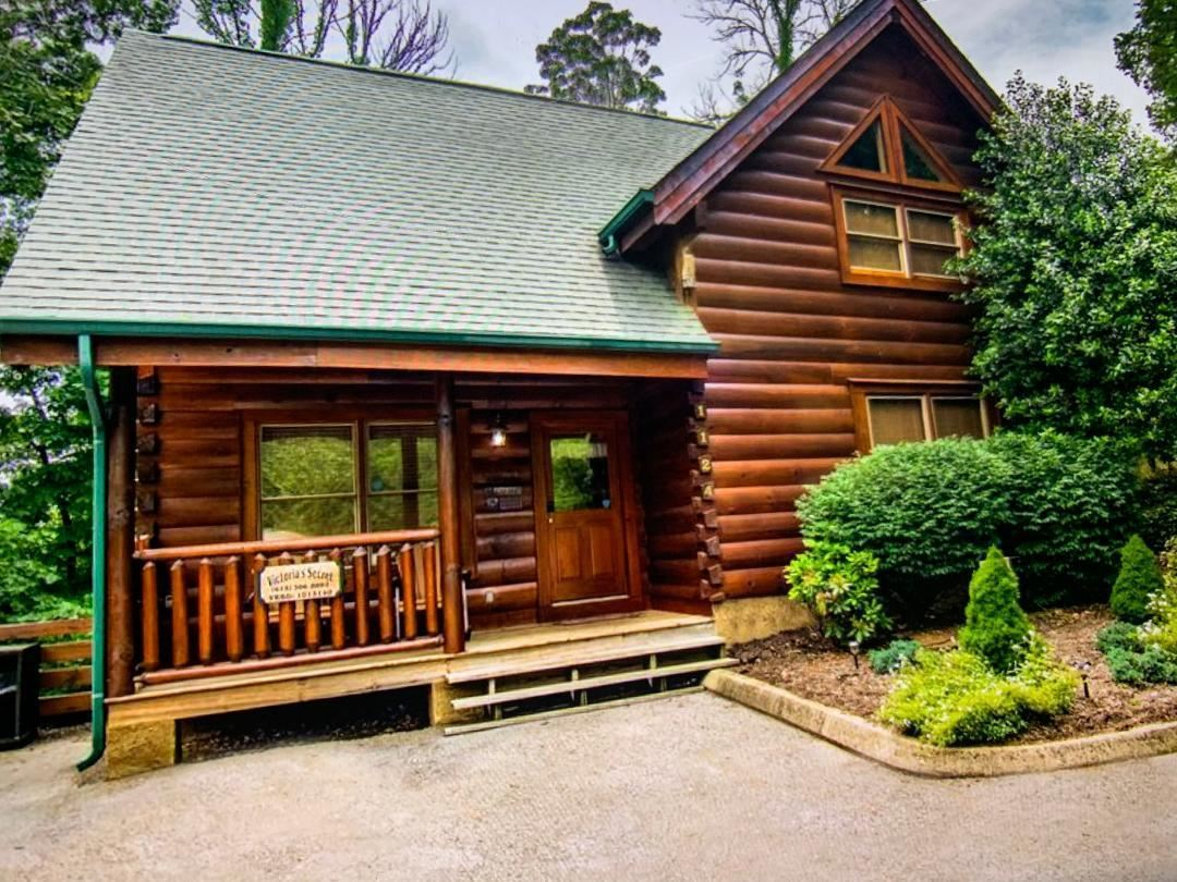 Photo of 1124 Towering Oaks Drive, Sevierville, TN 37876 (MLS # 9922891)