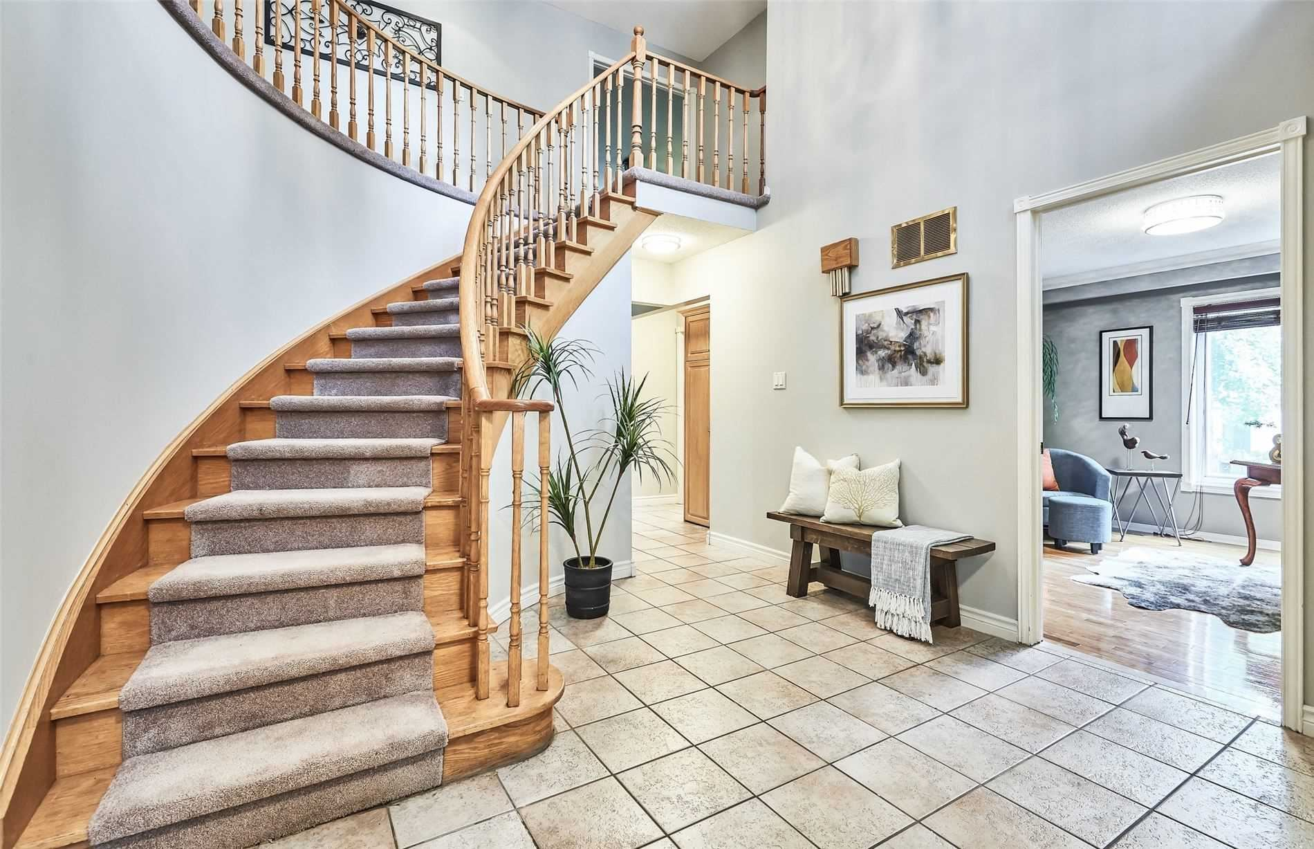 Photo of 38 Fernway Cres, Whitby, ON L1N7G7 (MLS # E5324014)