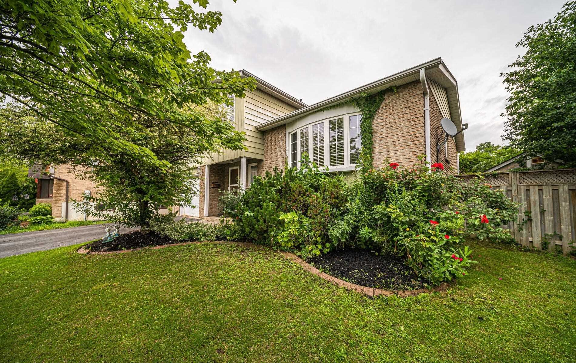 Photo of 19 Chopin Crt, Whitby, ON L1N6C5 (MLS # E5323071)