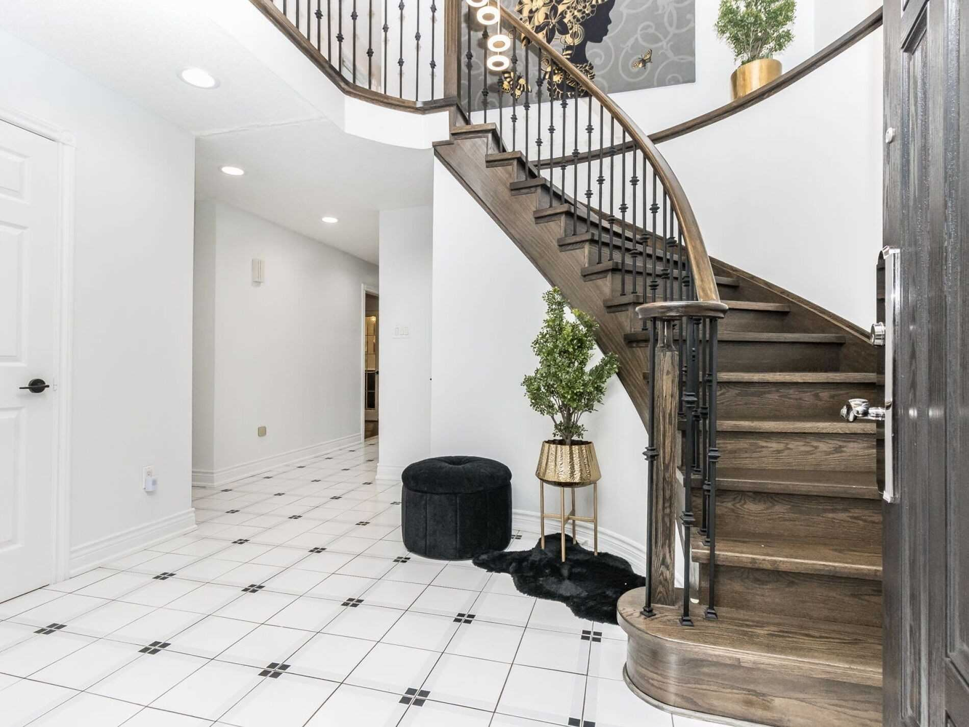 Photo of 6891 Hickling Cres, Mississauga, ON L5N5B1 (MLS # W5326144)