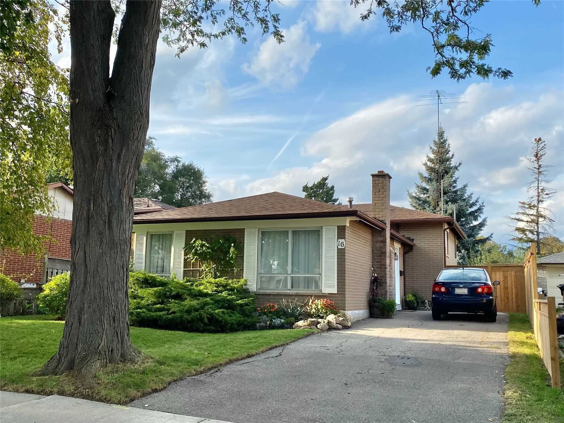 16 Duntroon Cres, Toronto, ON M9V2A2 - MLS#: W5403211