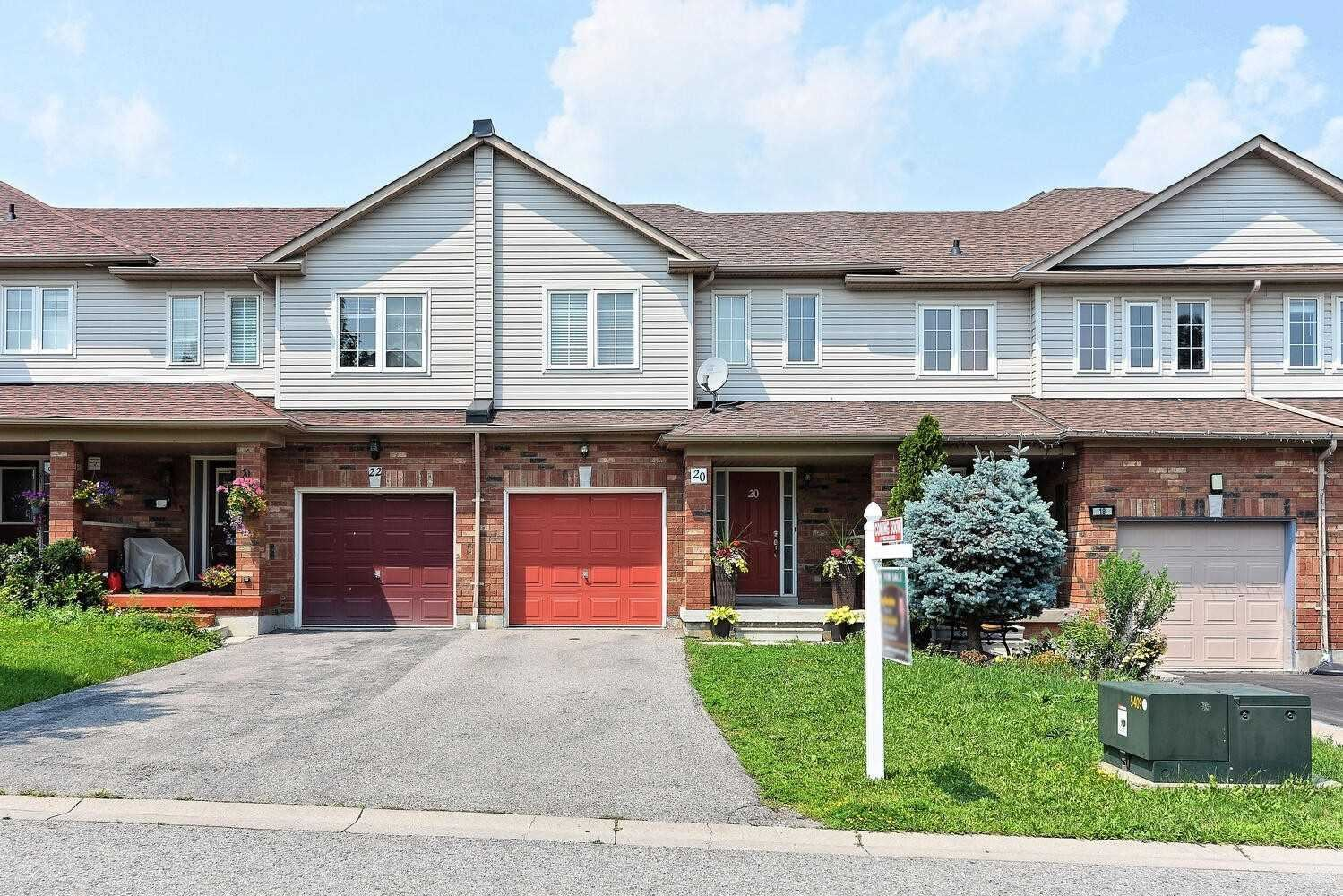 Photo of 20 Presley Cres, Whitby, ON L1P1V2 (MLS # E5323847)
