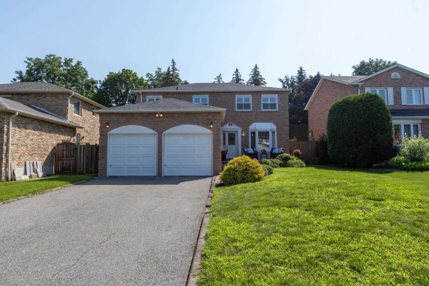 Photo of 43 Hawley Cres, Whitby, ON L1N6X6 (MLS # E5322914)