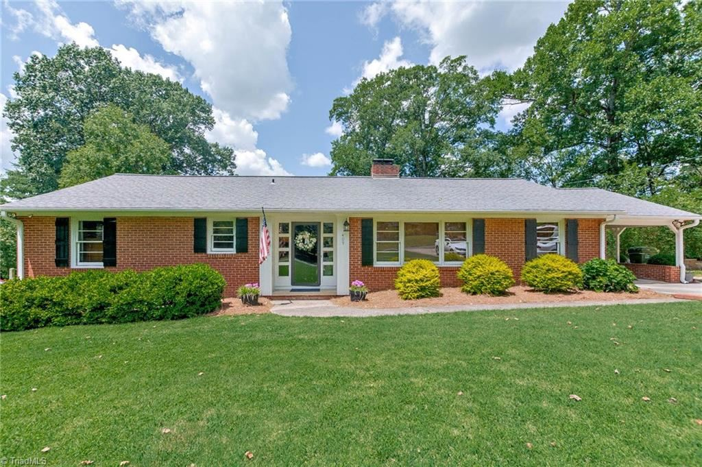 Photo of 409 Arbor Drive, Lexington, NC 27292 (MLS # 988045)