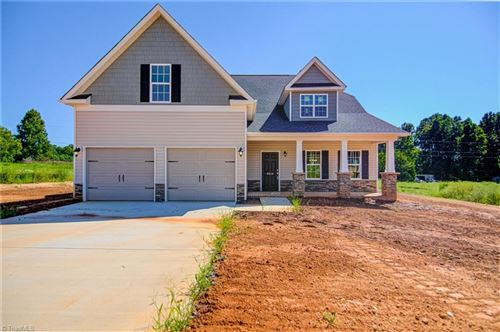 Photo of 8618 Stone Valley Drive, Clemmons, NC 27012 (MLS # 1007051)