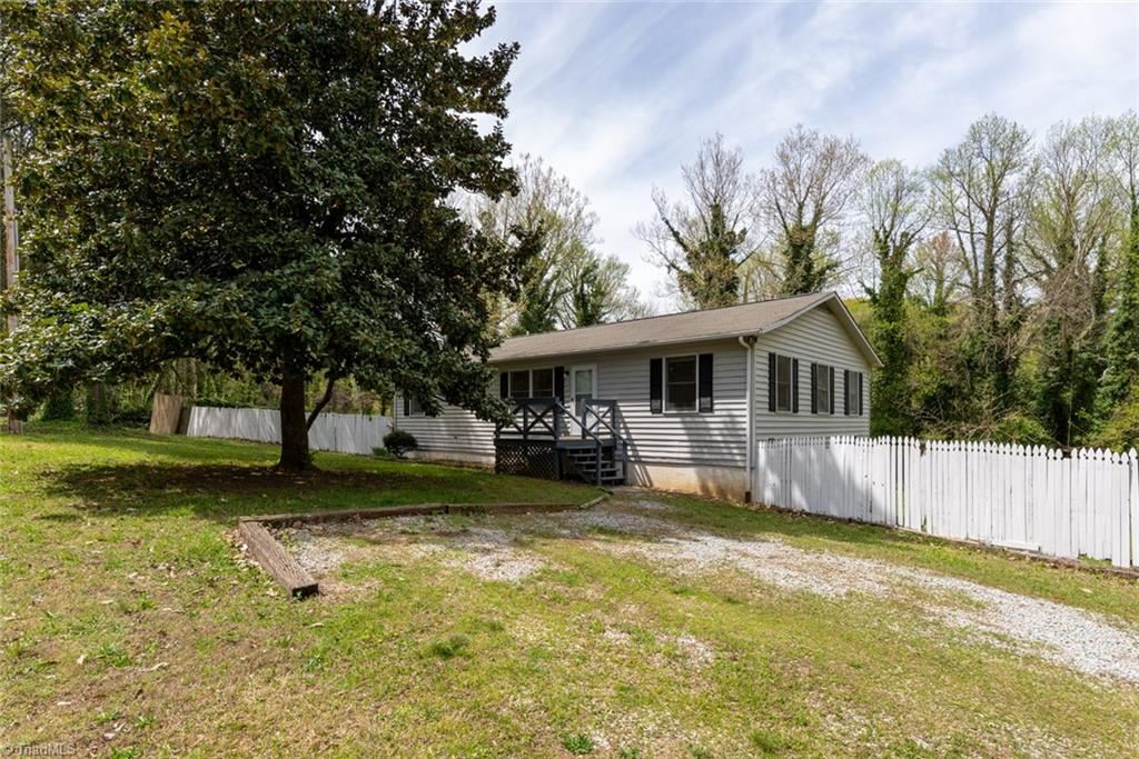 Photo of 233 Willowood Drive, High Point, NC 27260 (MLS # 969108)