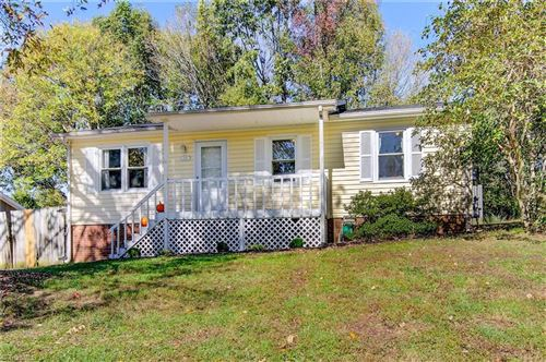 Photo of 1107 Countryside Drive, High Point, NC 27265 (MLS # 999121)