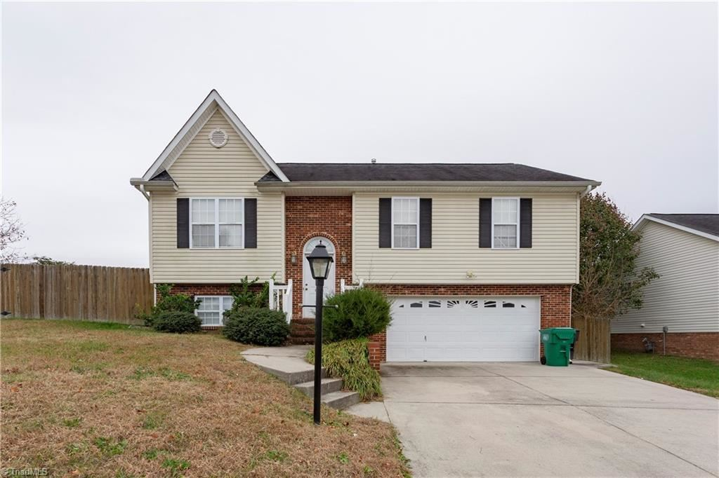 Photo of 699 Hitchcock Way, High Point, NC 27265 (MLS # 957125)