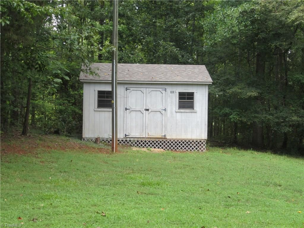 Photo of 288 Riverwood Road, Lexington, NC 27292 (MLS # 989125)