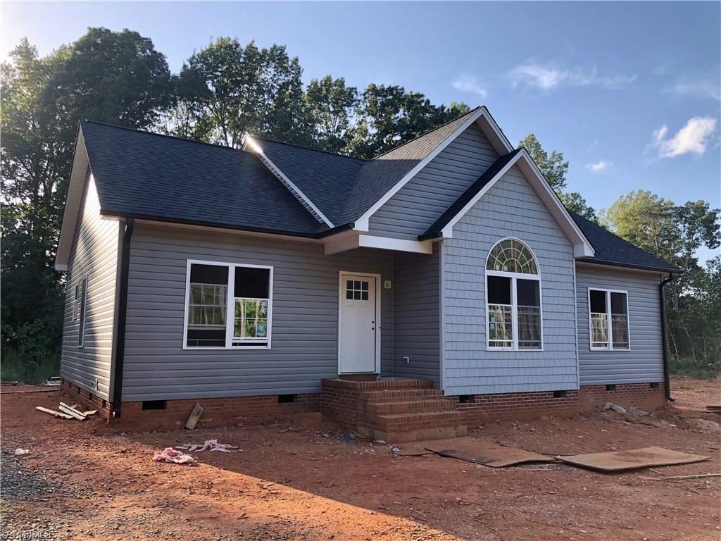 Photo of 2186 Grantville Lane, Asheboro, NC 27205 (MLS # 993206)