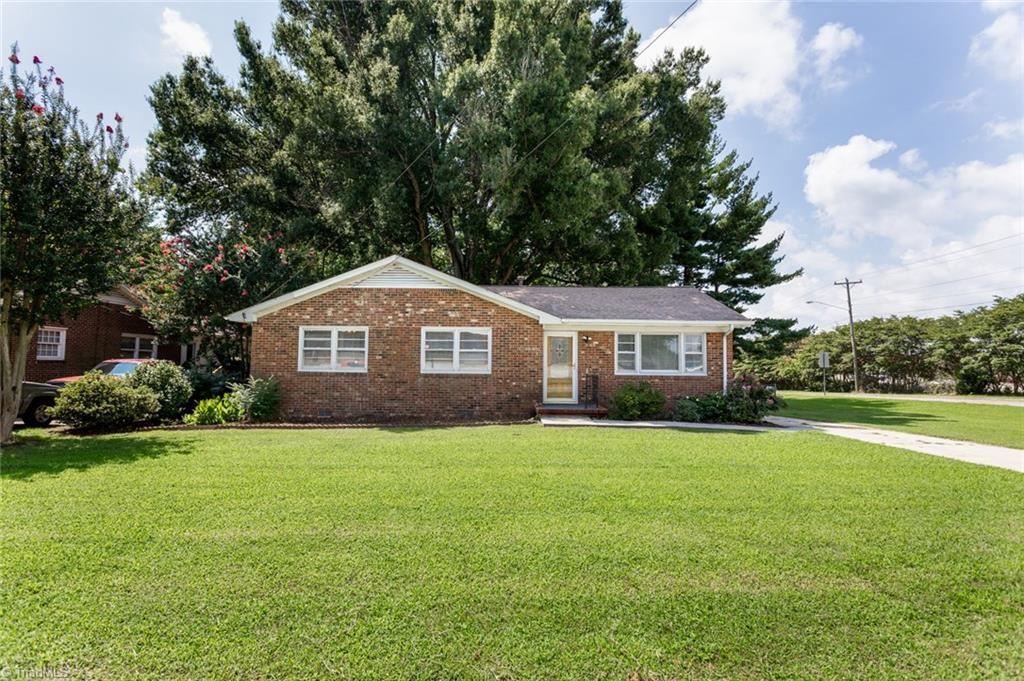 Photo of 1419 Cliffwood Drive, Greensboro, NC 27406 (MLS # 989223)