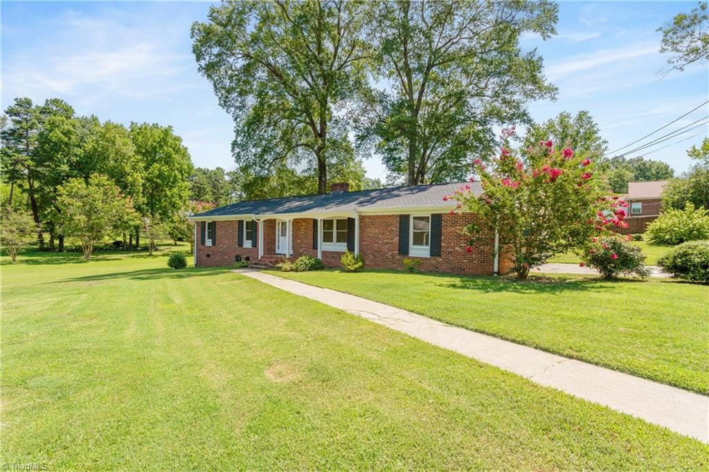 Photo of 787 Nottingham Drive, Lexington, NC 27292 (MLS # 986245)