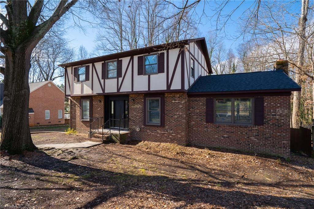 Photo of 1227 Dovershire Place, High Point, NC 27262 (MLS # 961254)