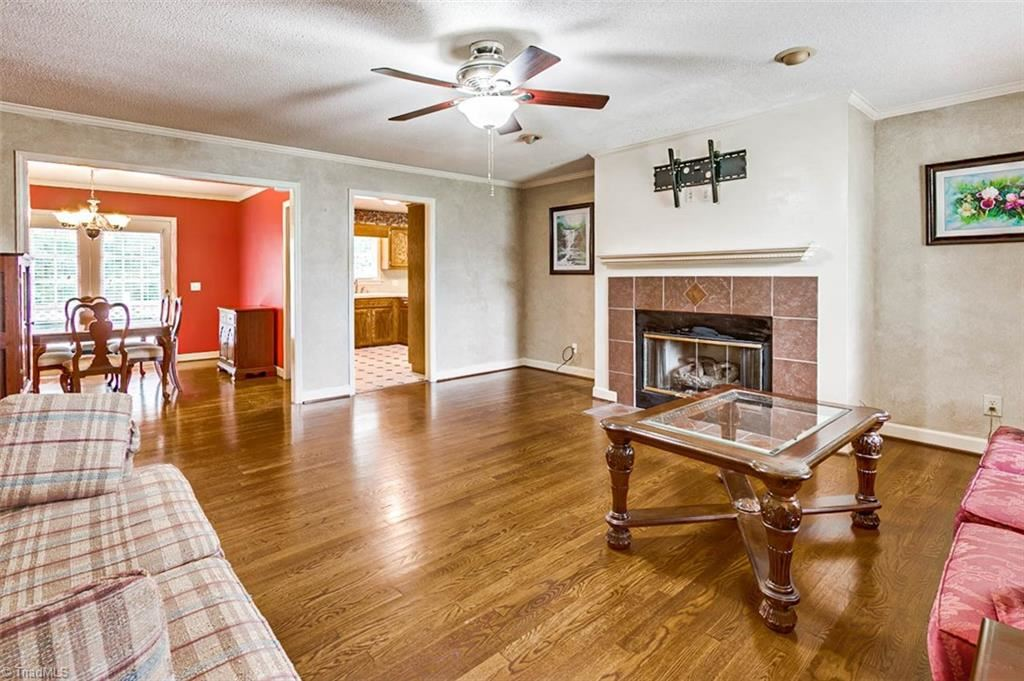 Photo of 979 Rockcliff Terrace, Asheboro, NC 27205 (MLS # 988259)