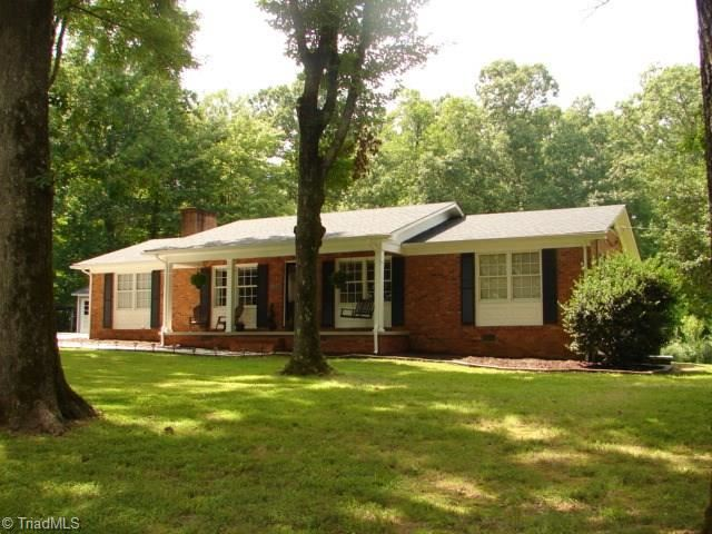 Photo of 1348 Glenn Country Road, Asheboro, NC 27205 (MLS # 989357)